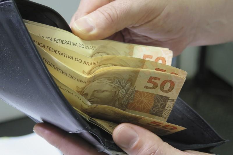 Mais brasileiros acreditam que a sua renda vai diminuir