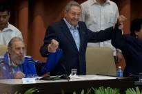 Raúl (c), que substituiu o irmão Fidel (e) na presidência, deve deixar o cargo em 2018