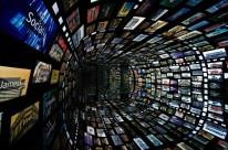 Túnel do tempo mostra as interações dos usuários da rede social Instagram em mais de 300 telas