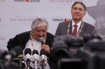 José Mujica (e), com Fernando Pimentel, foi agraciado em Ouro Preto