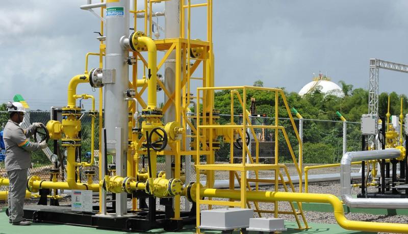 Resultado de imagem para Ministro de Minas e Energia  mercado de gás