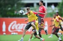 O time entrará em campo com Alisson; Paulo Cezar, Ernando, Paulo e Artur; Fabinho, Bob, Anderson, Andrigo e Sasha; Vitinho