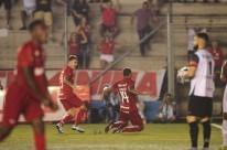 Zagueiro Ernando marcou o gol que garantiu a vitória e a classificação