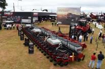 Plantadeira e trator gigantes semeiam 200 hectares em um só dia