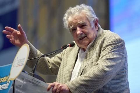 Mujica alega 'cansaço' e renuncia ao Senado uruguaio