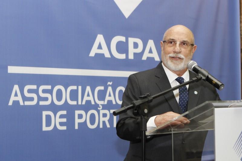 Pereira foi empossado na presidência da Associação Comercial