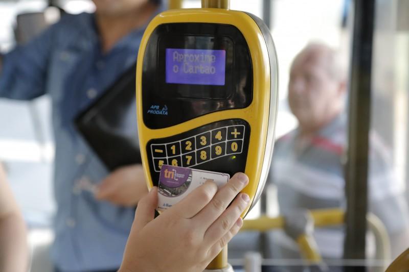 Cartão TRI beneficiará mais de 51 mil famílias com valor para 44 viagens de ônibus na Capital