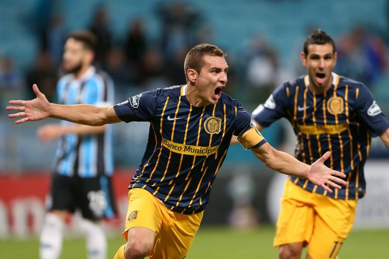 Atleta marcou três gols contra o Grêmio e ajudou o Rosario Central a avançar na Libertadores, em 2016