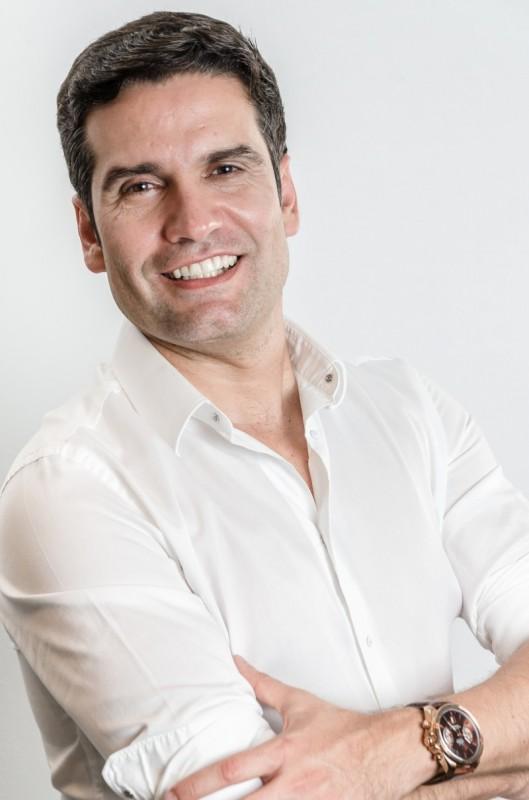 Manoel Carlos Jr. é palestrante, criador do termo ENTITY_quot_ENTITYExperiencializeENTITY_quot_ENTITY e especialista em Business Comunication pela International English Institute