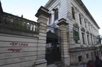 Instituição fica próxima de um posto da BM e ao lado do Palácio Piratini
