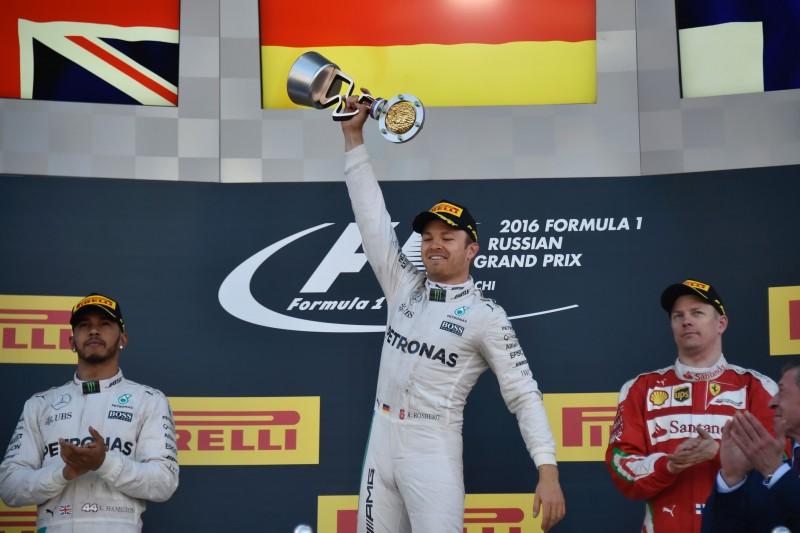 Alemão da Mercedes já soma 100 pontos, contra 57 de Hamilton (e)