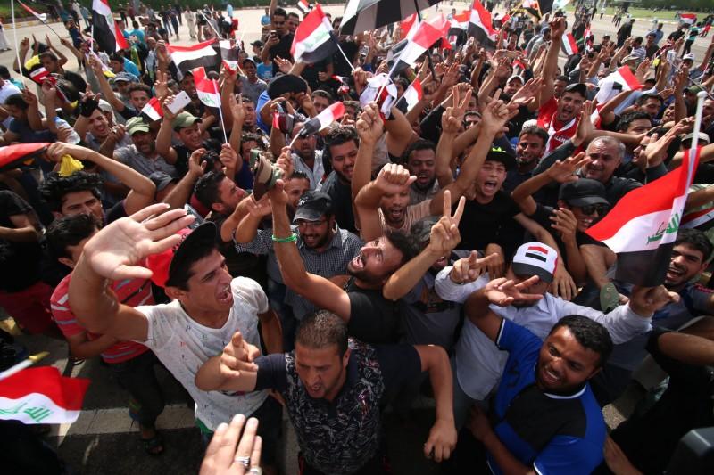 Manifestantes deixaram a Zona Verde de Bagdá ontem, mas prometem retomar os protestos se suas reivindicações não forem atendidas
