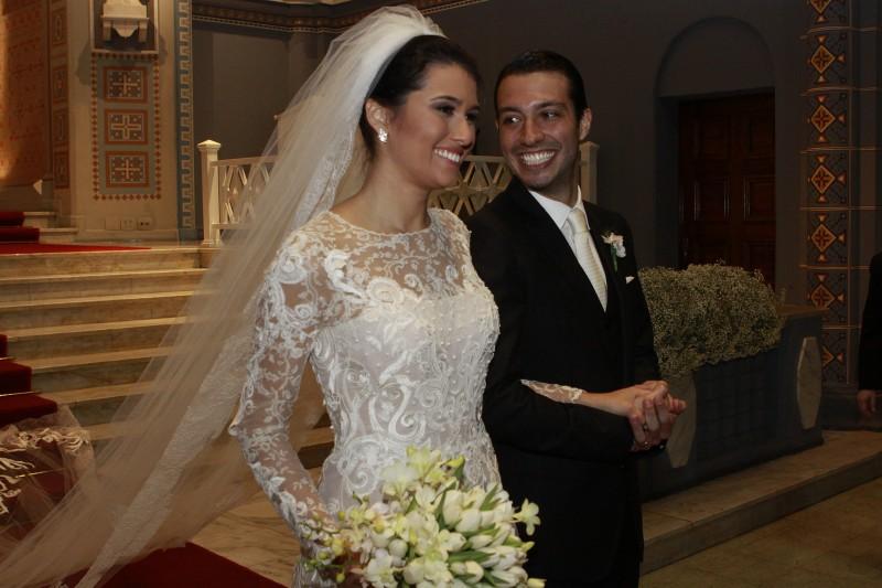 Bárbara Fernandes Veloz e Gustavo Brandão Gomes receberam a bênção na Igreja São José