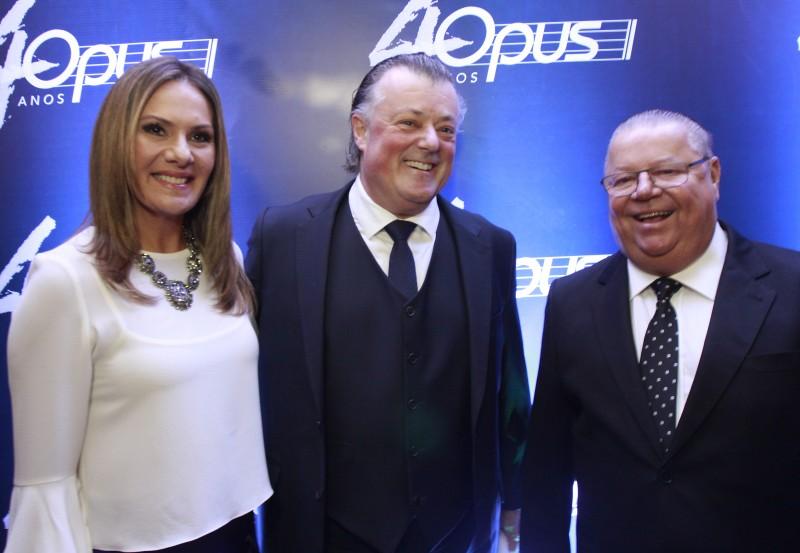 Beatriz e Carlos Konrath com Geraldo Lopes no concerto comemorativo