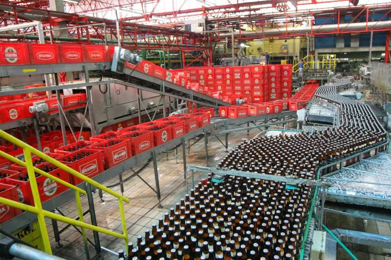 No Brasil, empresa registrou queda de 10% no volume de cerveja