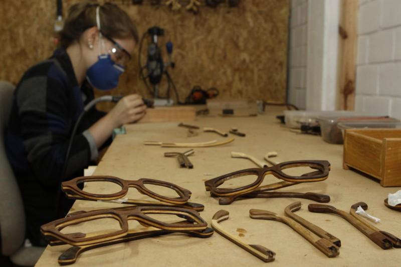 Geração E - Preza, fabrica de óculos artesanais de madeira.    na foto: Preza Óculos de Madeira