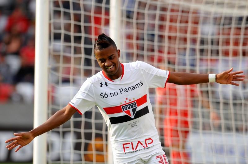 Kelvin Mateus celebra o tento do São Paulo contra o Toluca, no México