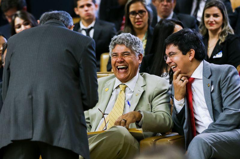 Chico Alencar (P-Sol/RJ) e Randolfe Rodrigues (Rede-PE) riem ao acompanhar sessão do STF