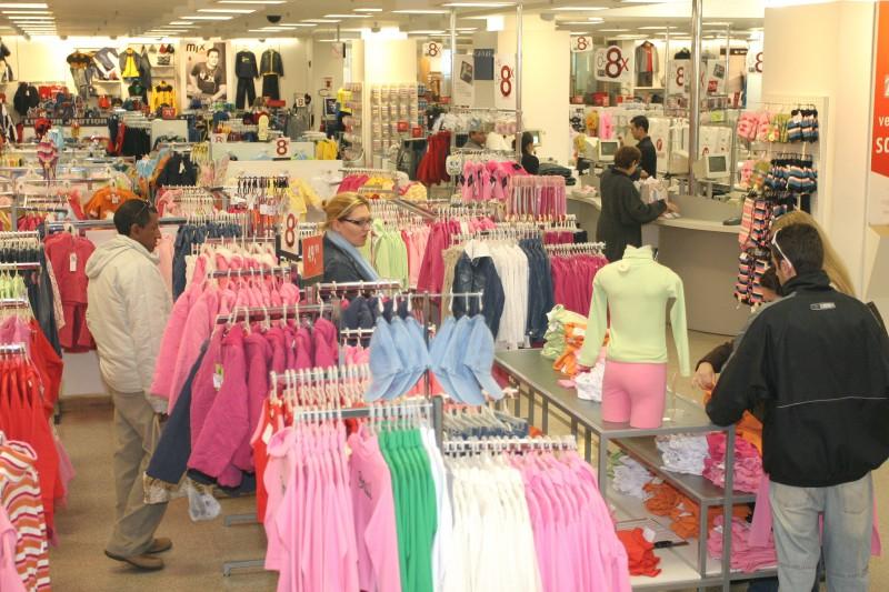 As taxas negativas ficaram em 14,5% em tecidos, vestuário, calçados e acessórios