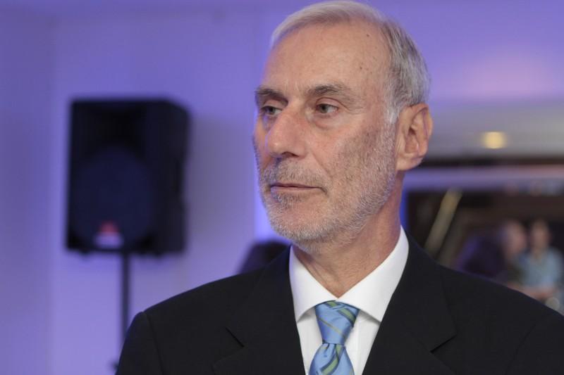 Carlos Henrique Schmidt crê em recuperação apenas em 2022