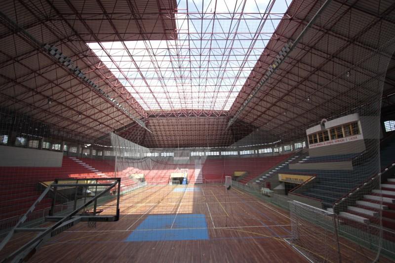 Ginásio Tesourinha, Porto Alegre, perdeu parte do telhado