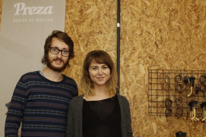 Martina Seibel e Rodrigo Cury são namorados há três anos e sócios da Preza, fabricante artesanal de óculos