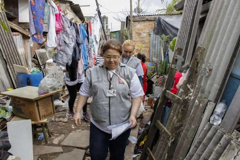 Agentes fazem o monitoramento do mosquito no bairro Farrapos