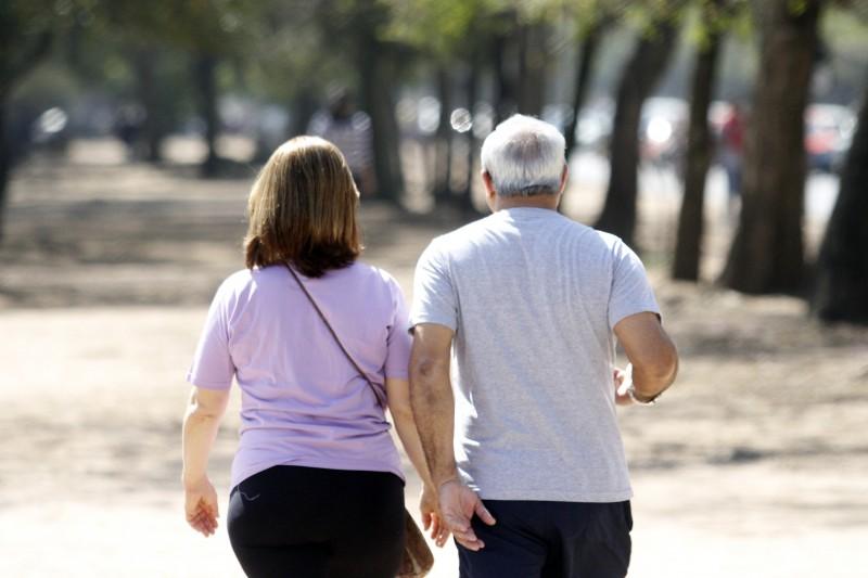 Oito em cada 10 aposentados se arrependem por não ter guardado mais dinheiro no passado, diz estudo