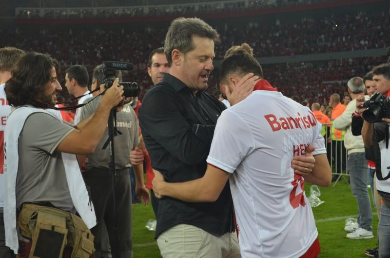 Técnico comemora com Andrigo o título gaúcho