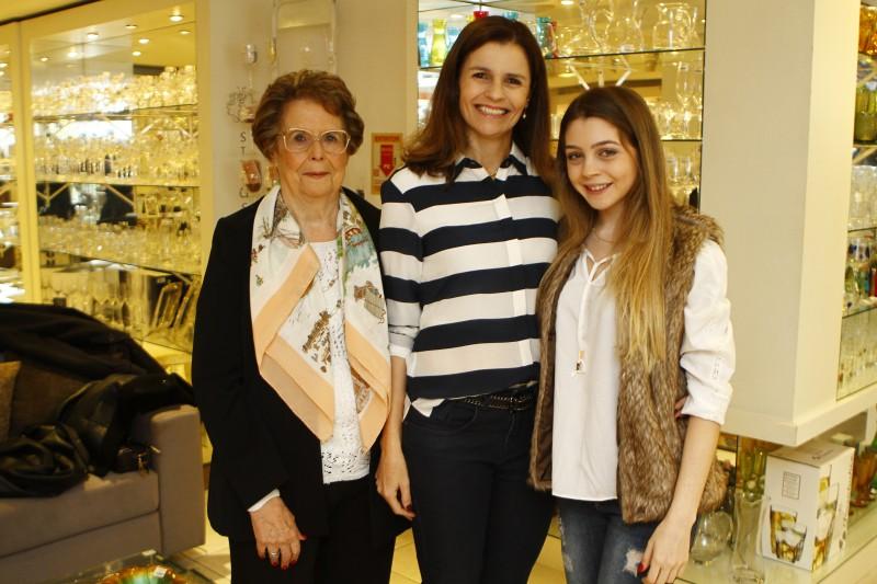 Ítala Soares de Puga, Adriana Borges e Laura Borges - três gerações de benemerência