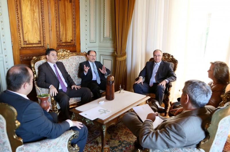 Chefes dos Poderes se reuniram com José Ivo Sartori (c) no Piratini