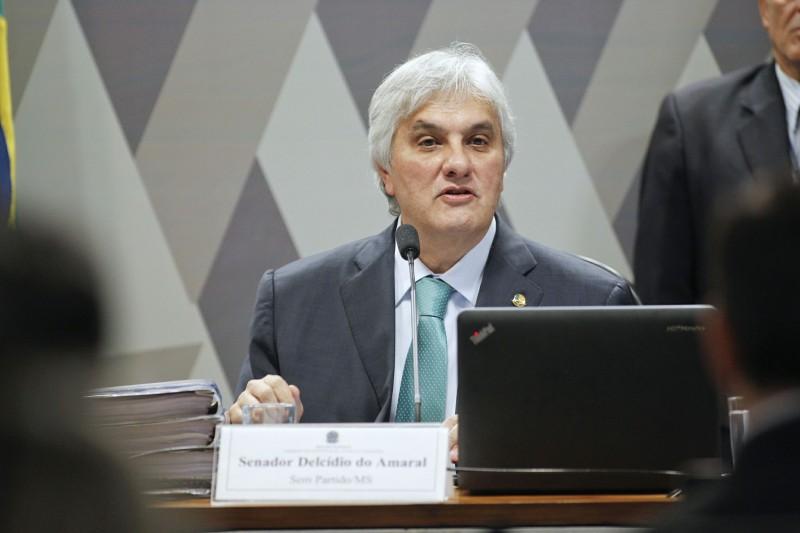Senador Delcídio Amaral reclamou que houve restrição a sua defesa