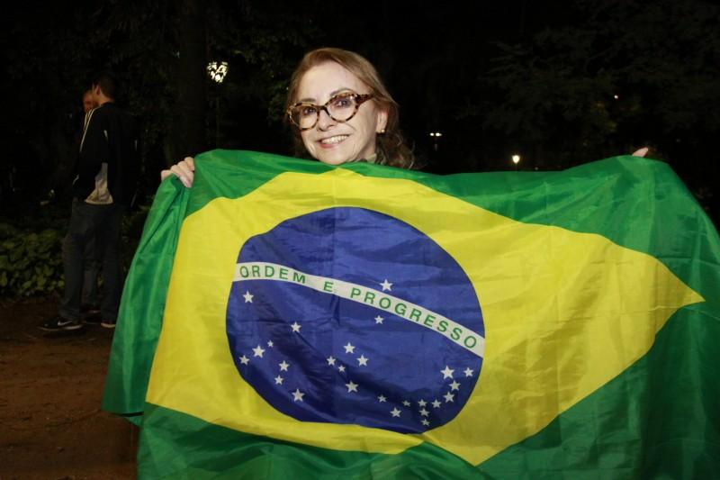 Funcionária pública aposentada, Salete Azevedo disse que o Brasil vive um momento caótico