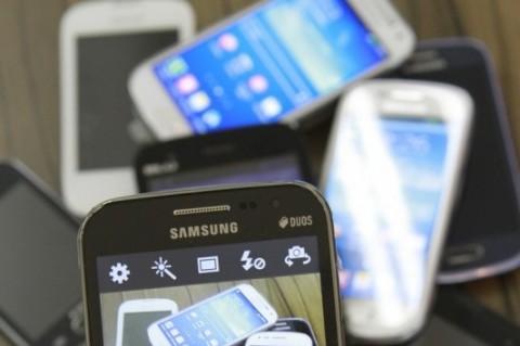 Compras feitas pelos celulares representaram 14,3% do volume de pedidos do comércio eletrônico em 2015