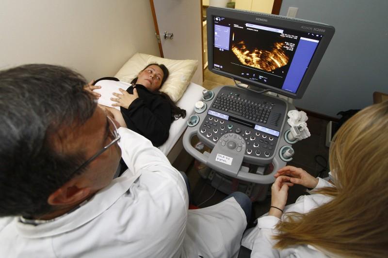 Equipe de Cardiologia Fetal, do Instituto de Cardiologia, avalia pacientes até o quinto mês de gestação.