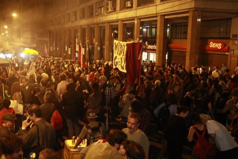 Cerca de 3 mil integraram 'vigília pela democracia' no Centro Histórico