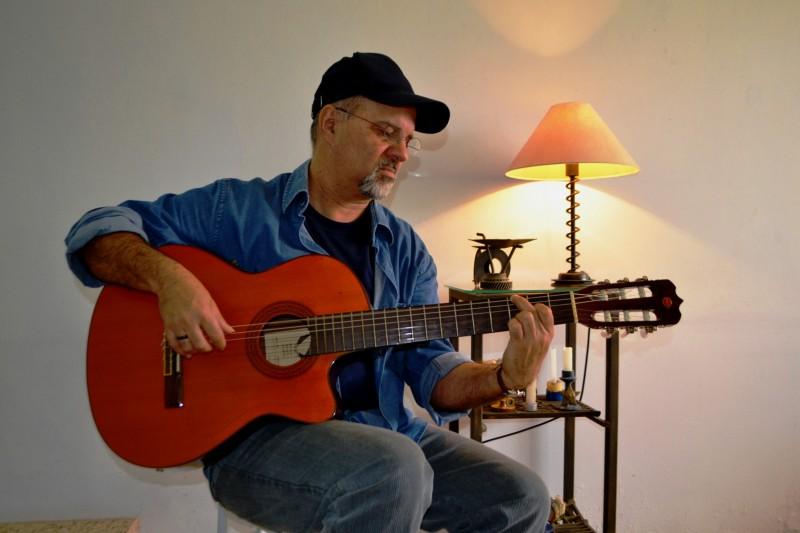 Pedro Munhoz leva show Palavreador ao projeto Ecarta Musical