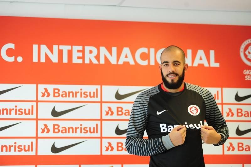 O goleiro Danilo Fernandes foi oficialmente apresentado nesta quarta-feira como novo reforço do Internacional