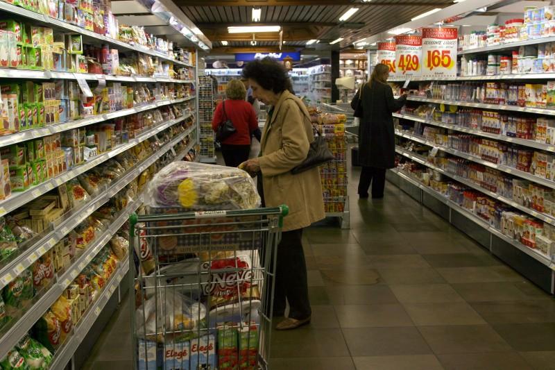 Vendas dos supermercados caem em março