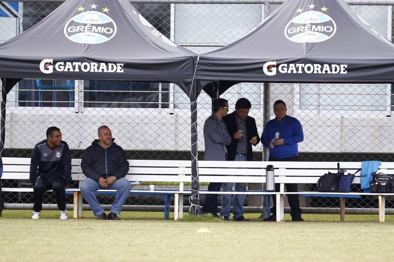 Novo departamento de futebol acompanhou de perto o treino tricolor
