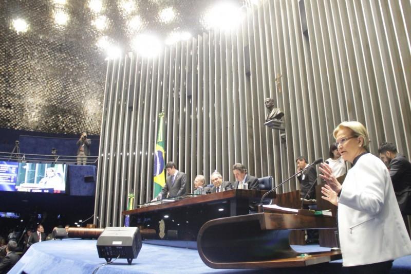 Plenário do Senado durante sessão deliberativa extraordinária que decidirá pela aprovação ou rejeição do relatório favorável à admissibilidade do processo de impeachment da presidente Dilma Rousseff.    Em discurso, senadora Ana Amélia (PP-RS)      Foto: Geraldo Magela/Agência Senado