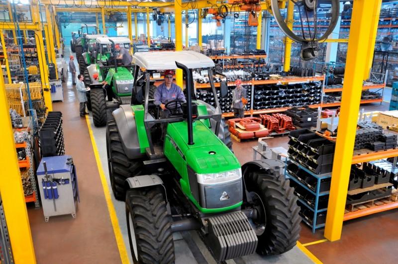 Setores exportadores como o de máquinas puxaram segmentos com mais vagas, diz CNC
