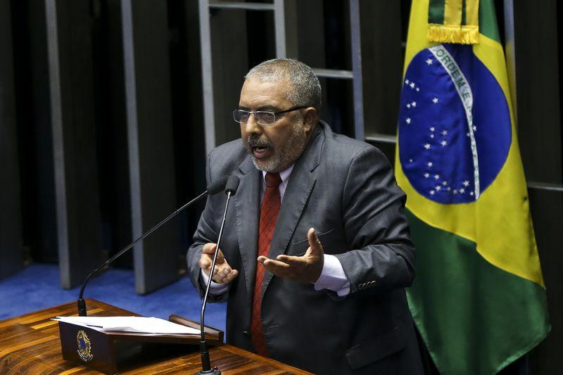 Brasília - Plenário do Senado vota o processo de impeachment de Dilma Rousseff. Na foto, o senador Paulo Paim  (Marcelo Camargo/Agência Brasil)