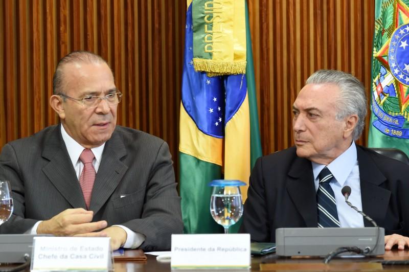 Padilha com Temer, na reunião ministerial: a chefe de Gabinete da Presidência é uma mulher