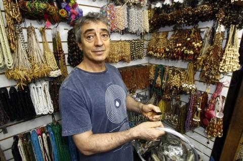 Joel Melo começou no artesanato aos dez anos. Quando adulto percebeu a oportunidade de se tornar um fornecedor a outros colegas
