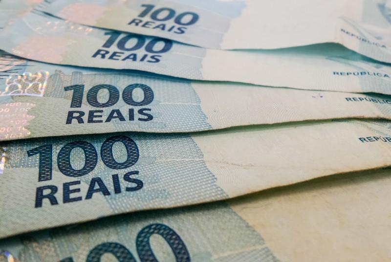 Redução da capacidade de pagamento das famílias justifica queda
