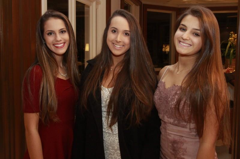 Luisa Fluzer, Ana Carolina Leal e Fernanda Abbott Scherer no encontro jovem