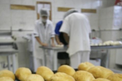 Com trigo mais barato, preço do pão deveria cair