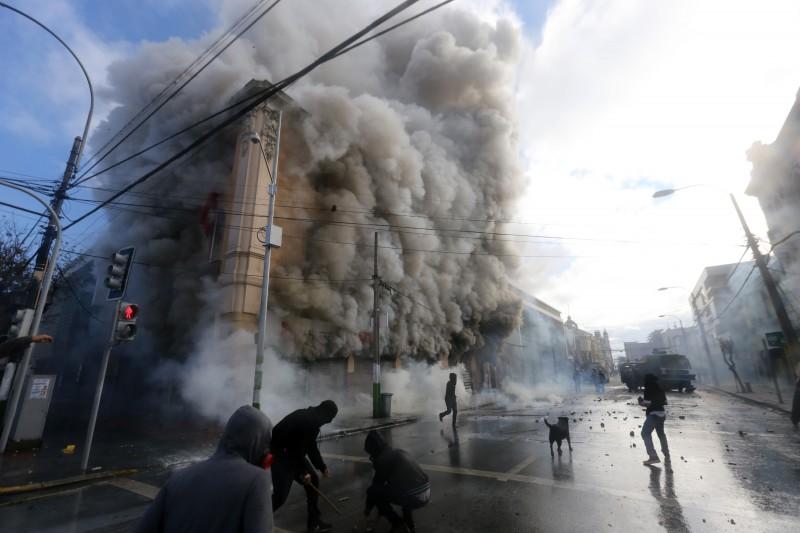 Prédio do Conselho Municipal de Valparaíso foi incendiado