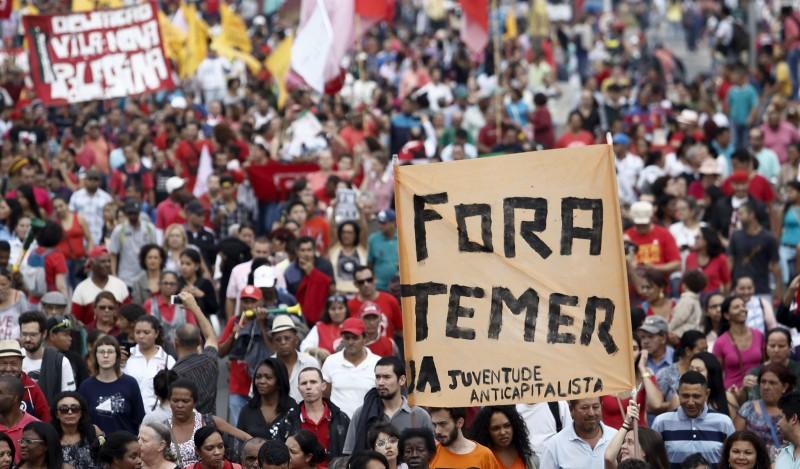Milhares de manifestantes liderados pelo MTST protestaram contra Michel Temer em São Paulo ontem